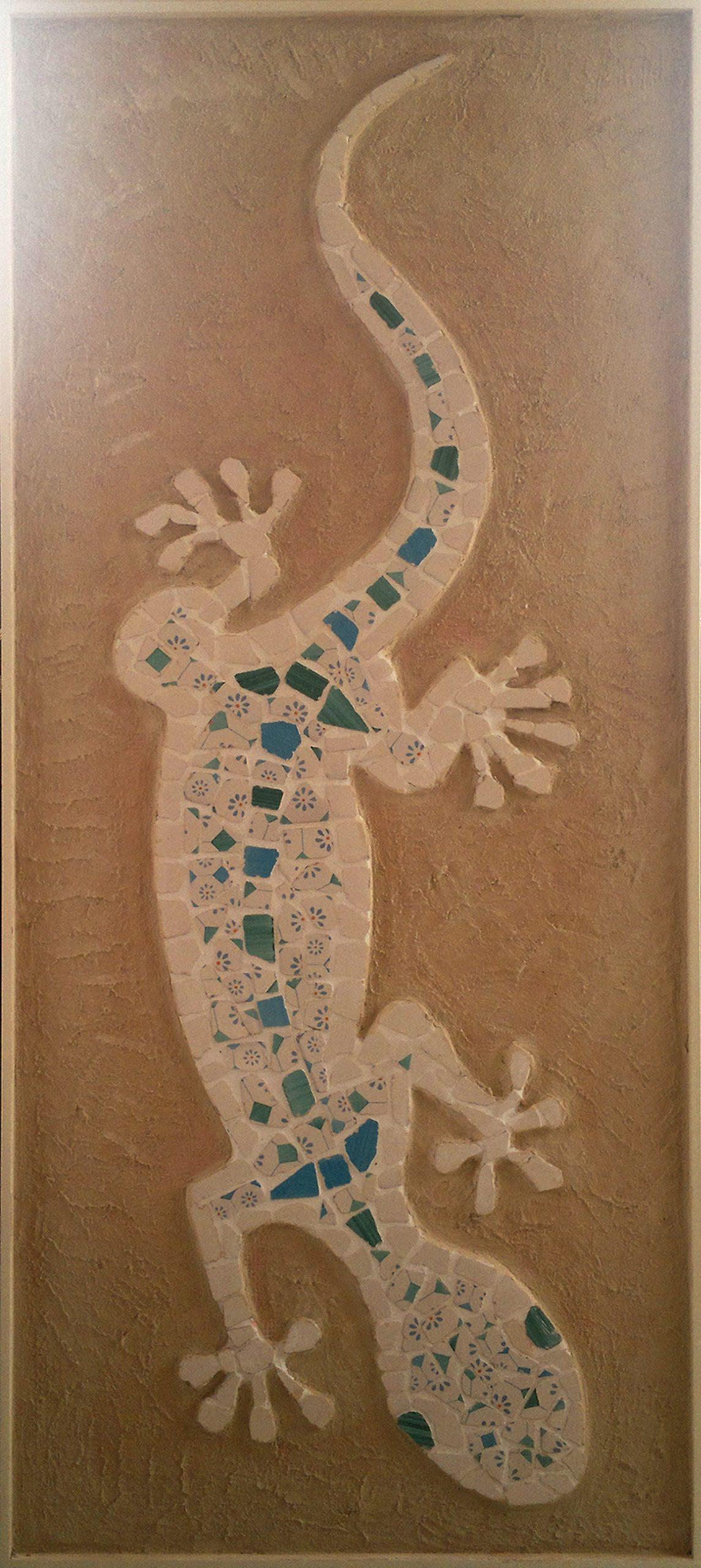 L'arte di Lello Cicalese: bassorilievo di geco in ceramica vietrese